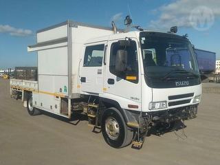 2007 Isuzu FRR550 Crew Service Truck GCM 16,000kg Photo