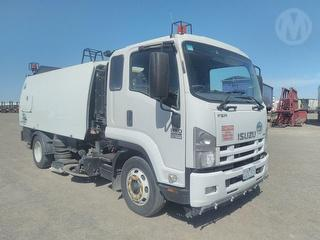 2013 Isuzu FSR 850 Sweeper (Road) Photo
