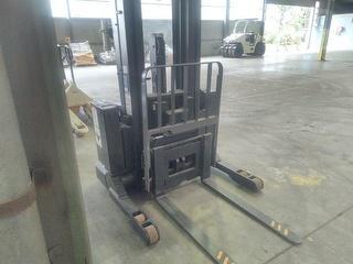 Crown SHR5520--1.4 Forklift (Reach) Photo