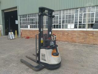 2000 Crown SX3030TT5500 Forklift (Walk Behind) Photo
