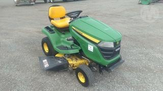 2015 John Deere X300 Mower (Ride on) Photo