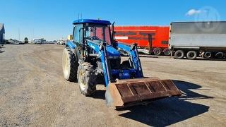 New Holland TD90D Tractor Photo