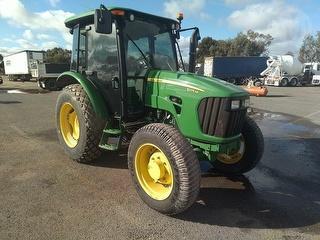 2010 John Deere 5075 M Tractor (SA) Photo