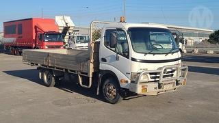 2009 Hino 300 series 616 Tray GCM 7,995kg Photo