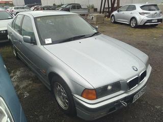 1998 BMW 320i Sedan Photo