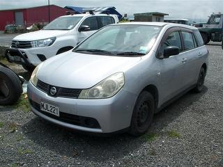 2005 Nissan Wingroad Station Wagon Photo