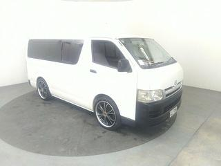2004 Toyota Hiace 4D Van Photo