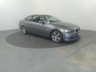 2009 BMW 320i 2D Coupé Photo