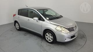 2011 Nissan Tiida 1500 5D Hatch Photo