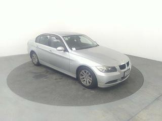 2005 BMW 320i 4D Sedan Photo