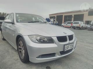 2009 BMW 320i Sedan Photo